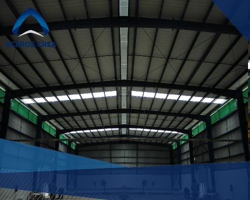 La Tricapa es una lámina que ha visto utilidad en recintos para la crianza animal, así como lugares corrosivos por estar hecha de PVC.